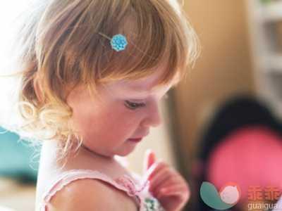 婴儿鼻炎症状 小儿反复流鼻血或是鼻炎在作祟